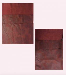 To rektangler i brunt skinn sydd sammen til et etui.