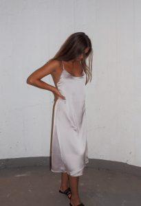 Ferdig sydd kjole.